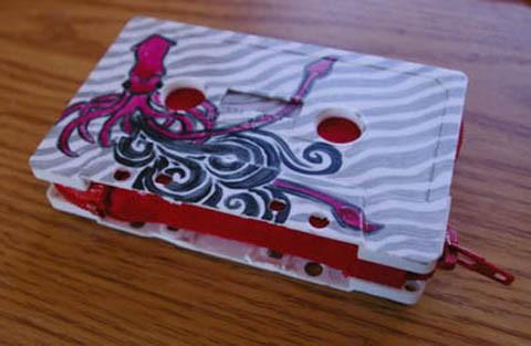 Manualidades con niños: Monederos con cintas de casete