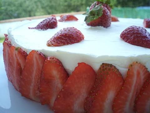 Receta para niños: Tarta de fresas con nata