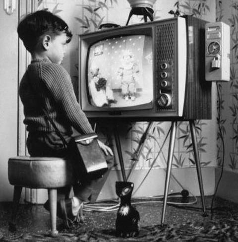 El 30 por ciento de los niños enciende la tele al llegar a casa