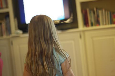 Un gran número de menores de 10 años ve la tele fuera del horario protegido