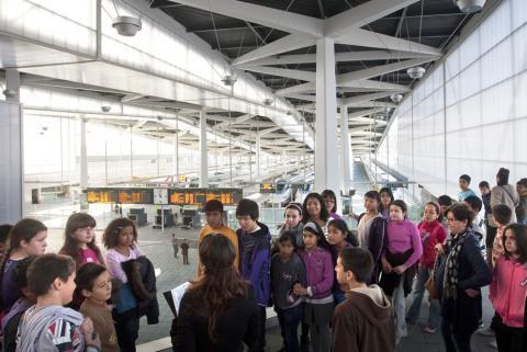 Visitas de escolares a la estación del AVE en Valencia