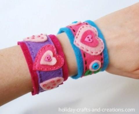 Manualidades para niños: pulseras de fieltro