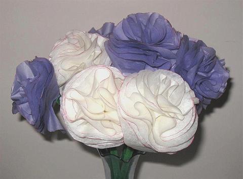 Manualidades con niños: Ramo de flores con pañuelos de papel