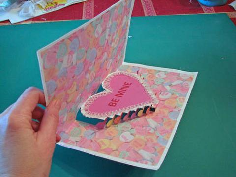 Manualidades con niños: Una tarjeta de San Valentín en 3D