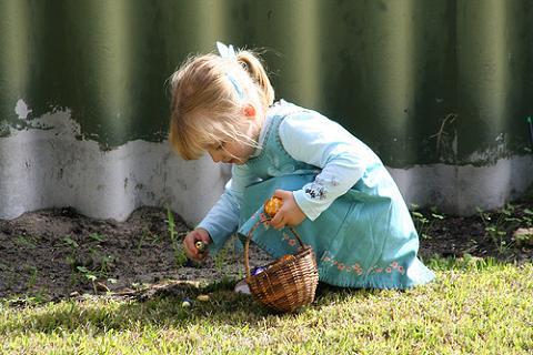 Manualidades con niños: Una cesta para los huevos de Pascua