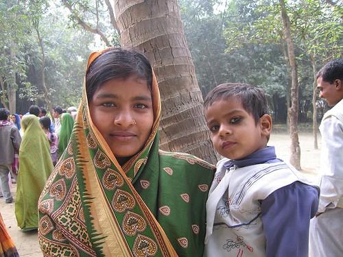 mujer y nene en la India