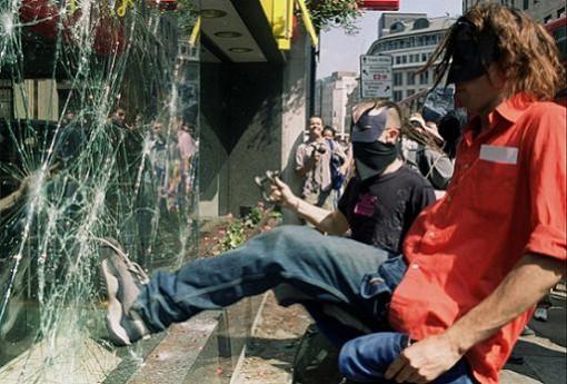 Según Cameron la crianza es responsable de los actos vandálicos