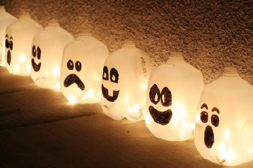 Lámparas de halloween hechas con garrafas de plástico