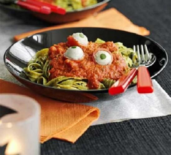 Un plato de pasta para comer en Halloween