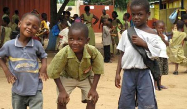 Un empresario recoge juguetes para los niños de Ghana