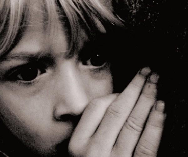 Presenciar violencia en ámbito familiar trae consecuencias negativas en niños