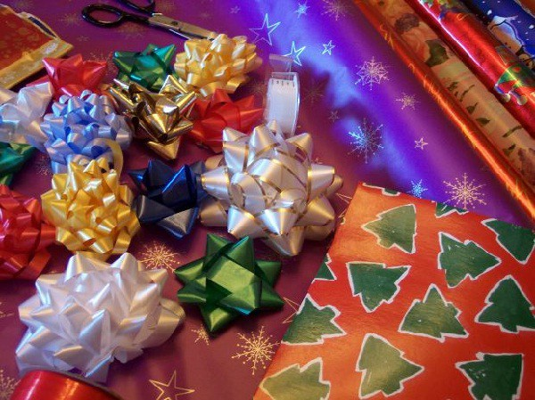 Manualidades con niños: Reciclar papel de regalo