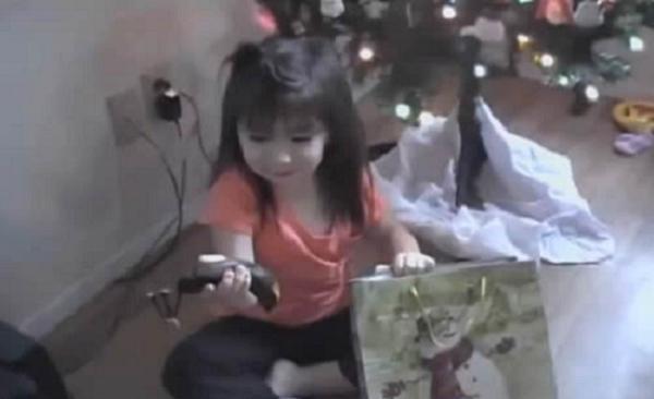 Una broma de dudoso gusto con niños y regalos