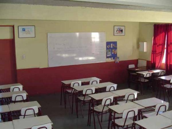 Embargan un colegio en horas de clase for Muebles colegio