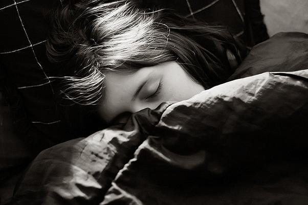 Más niños que niñas se hacen pis en la cama