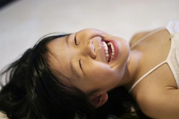 La risa ayuda a los niños emocionalmente