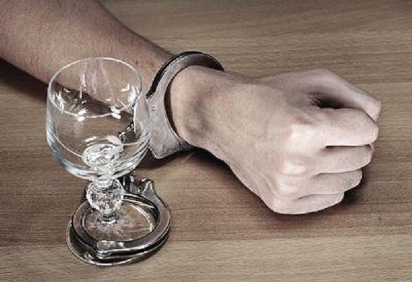 Los menores que sufren abusos tienen más riesgo de alcoholismo adulto