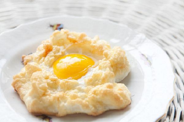 Receta para niños: Huevos en nido de queso