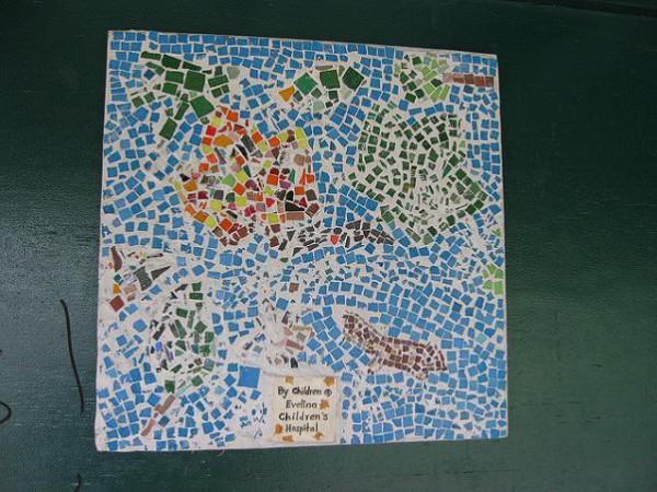 Entretener a los peques haciendo un mosaico