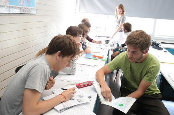jovenes estudiando idiomas