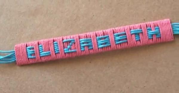 Una pulsera para mamá con su nombre