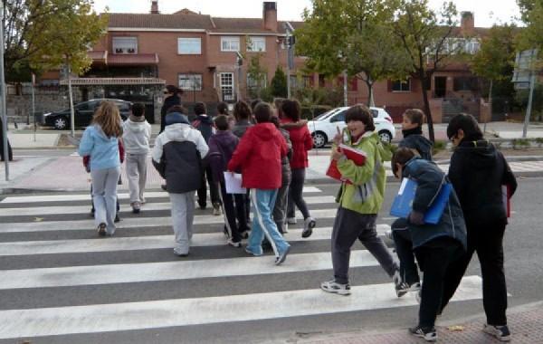 Ir caminando al colegio