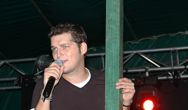 Manu Tenorio ofrece un concierto benéfico en el Día Internacional del Sordo