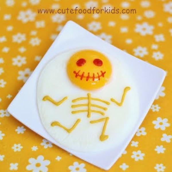 Convertir un sencillo huevo frito en un plato para Halloween
