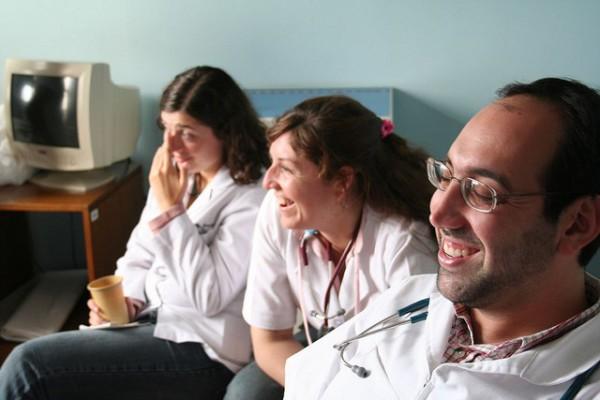 Doctores riendo