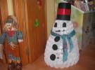 Manualidades de Navidad: Muñeco de nieve hecho con vasos de plástico