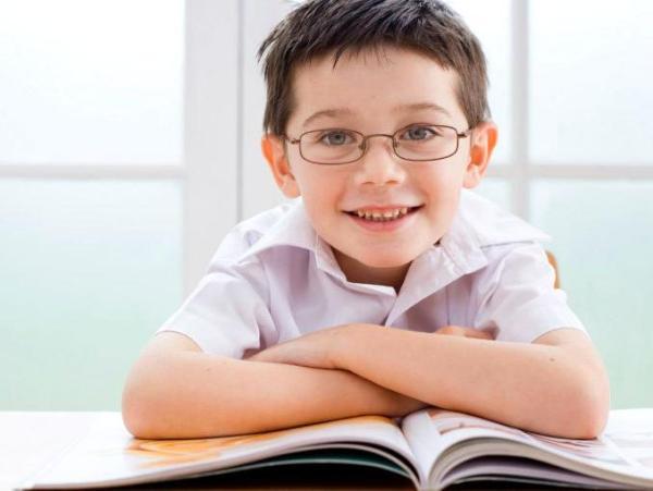 Los niños que llevan gafas son más inteligentes y honestos según sus compañeros