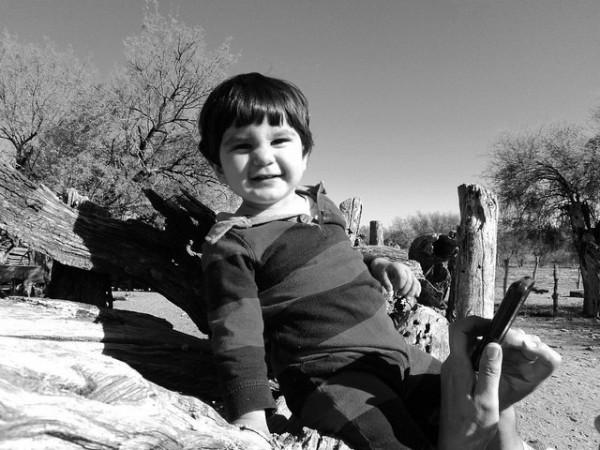 Niño al sol