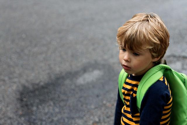 Acaba el trimestre y el niño aún llora al ir al cole
