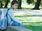 Los niños siguen transportando peso de más en sus mochilas