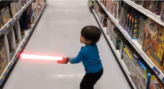 Padre convierte a su hijo en superhéroe mediante efectos especiales