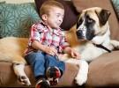 Un niño y un perro se ayudan mutuamente a superar sus miedos