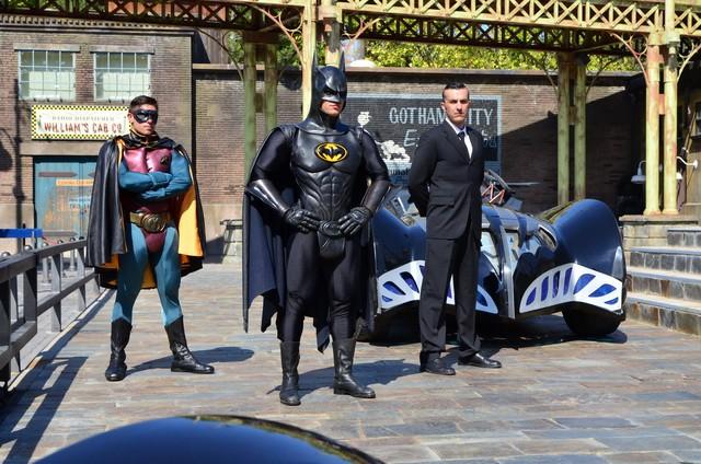 Batmovil en el parque Warner