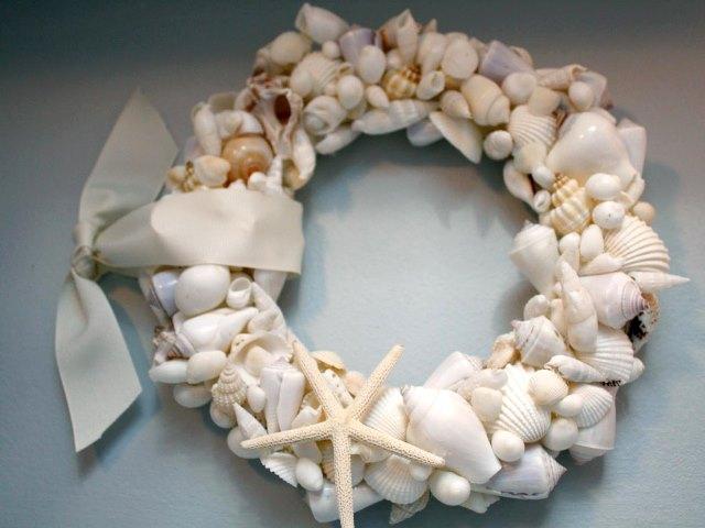 Corona de conchas y caracolas