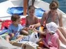 Cuidados especiales para navegar con niños en un barco