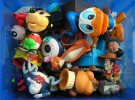 Niños con tantos juguetes que no saben los que tienen