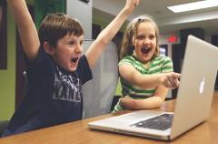 Siete consejos para que tus hijos naveguen seguros por Internet.