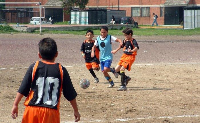 niños de barrios humildes y deporte