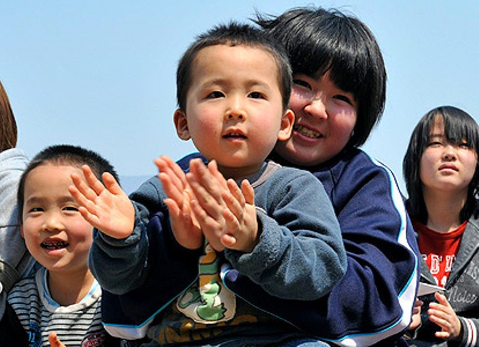 niños japoneses y contaminación acústica
