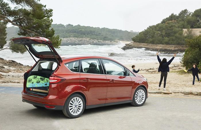 Ford C-Max y las mentirijillas de los padres