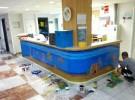Estudiantes de Bellas Artes decoran el área de oncología infantil del hospital de Alicante