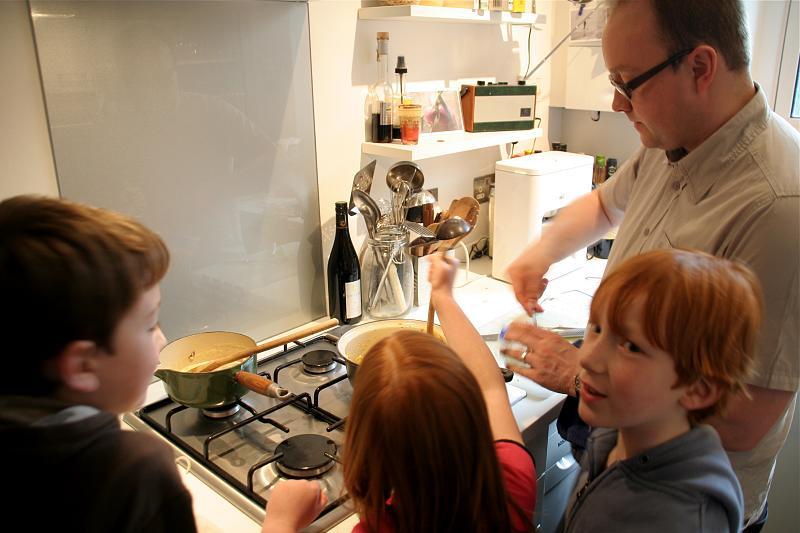 Cocinar con los niños con seguridad