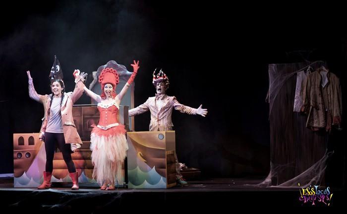 Esos locos fantasmas, teatro