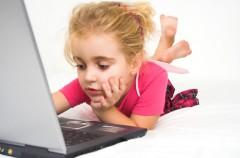Las pantallas ocupan 5 horas al día en la vida de los niños