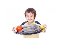 Los niños españoles toman más mercurio en el pescado que los europeos