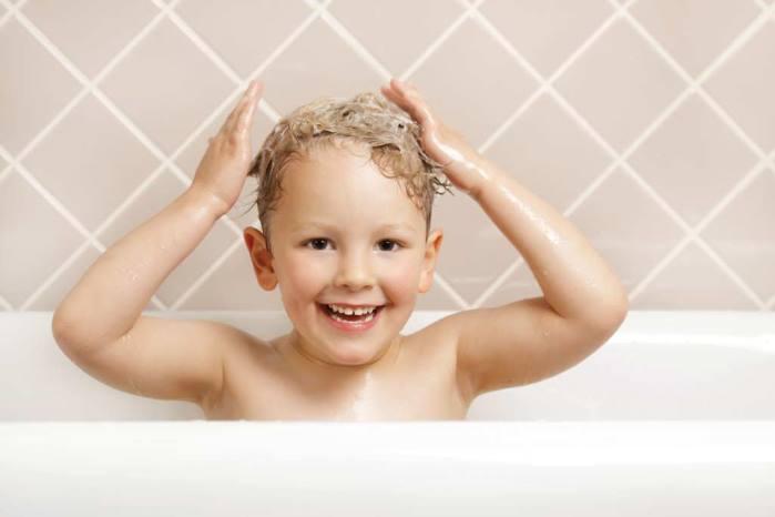 lavarse el pelo niño